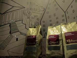 schaufenster_cardboard_coffee2