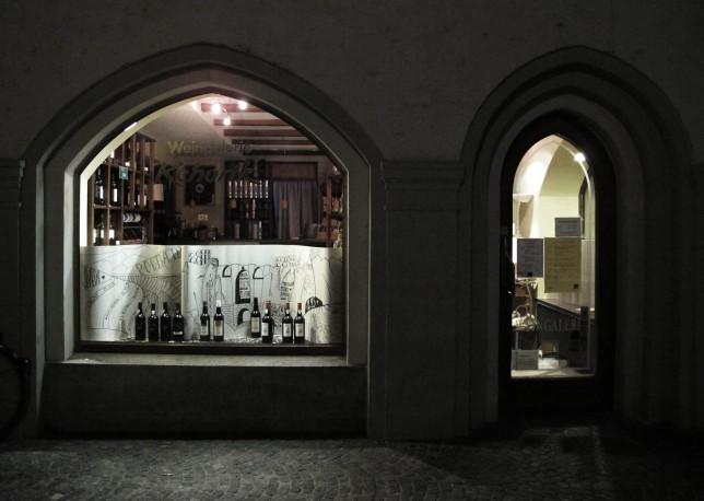 schaufenster_cardboard_portwine